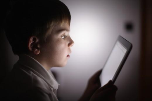 استفاده کودکان از موبایل