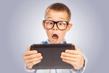 چرا و چگونه استفاده کودکان از تبلت و تکنولوژی را کنترل کنیم؟