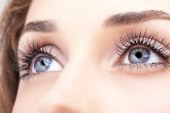 زبان بدن چشم ها: حرکت چشم ها چه پیامی را به ما می دهند؟